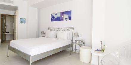 Dubbelrum på hotell La Mer på Santorini, Grekland.
