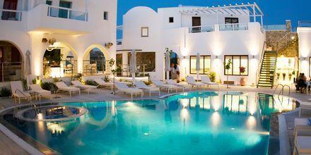 Poolen på hotell La Mer på Santorini, Grekland.