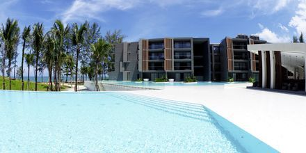 Poolområde på hotell La Vela Khao Lak, Thailand.