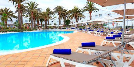 Poolområdet på hotell LABRANDA Corralejo Village på Fuerteventura, Kanarieöarna.