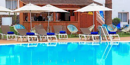 Poolbar på hotell LABRANDA Corralejo Village på Fuerteventura, Kanarieöarna.