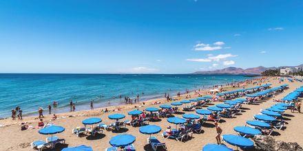 Playa Grande-stranden vid hotell LABRANDA Los Cocoteros i Puerto del Carmen, Lanzarote.
