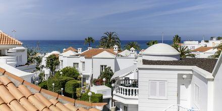 Hotellet ligger bara en kort promenad från stranden Fañabé.