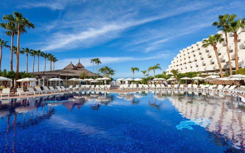 Poolområdet på hotell Landmar Playa de la Arena på Teneriffa, Kanarieöarna.