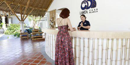 Reception Poolområde på hotell Lanta Casa Blanca på Koh Lanta i Thailand.