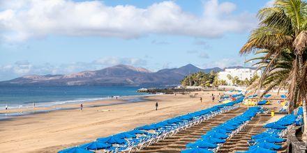 Stranden Playa Grande i Puerto del Carmen på Lanzarote, Kanarieöarna.