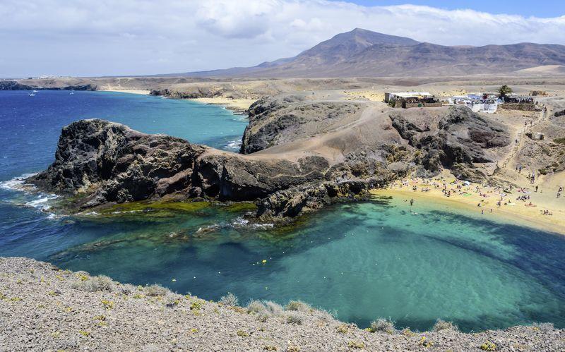 På Lanzarote möts du av ett imponerade landskap.
