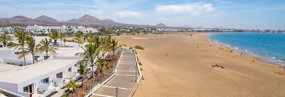 Stranden vid hotell Las Costas i Puerto del Carmen på Lanzarote.