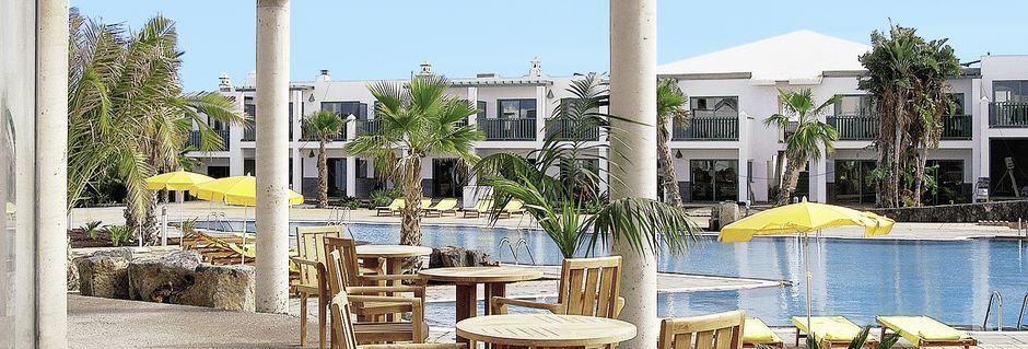 Poolrestaurang på Las Marismas på Fuerteventura, Kanarieöarna.