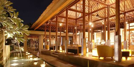 Lobby på hotell Legian Beach i Kuta på Bali.