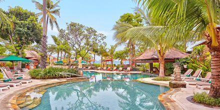 Pool på hotell Legian Beach i Kuta på Bali.