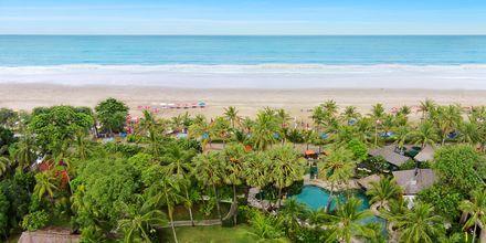 Pool och strand på hotell Legian Beach i Kuta på Bali.