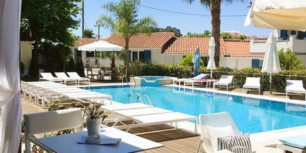 Poolområdet på hotell Lemon Tree i Parga, Grekland.
