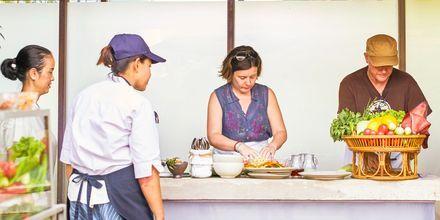 Lär dig laga thailändska maträtter på Let's Sea Hua Hin Al Fresco Resort i Thailand.