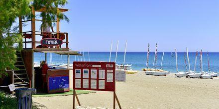 Stranden vid hotell Levante Beach Resort på Rhodos, Grekland.