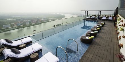Pool på hotell Liberty Central Saigons takterrass.