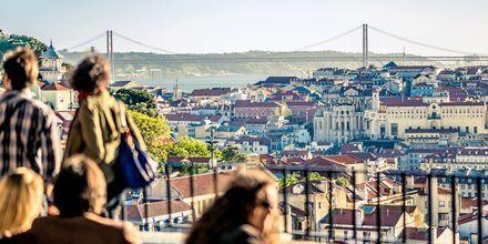 Utsikten från en utkiksplats i Lissabon, Portugal.