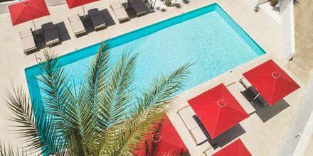 Poolområde på hotell Lithos i Pythagorion på Samos, Grekland.