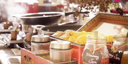 Frukostbuffé på hotell Loligo Resort Hua Hin i Thailand.
