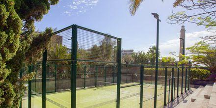 Tennisbana på Lopesan Costa Meloneras Resort Spa & Casino, Gran Canaria.