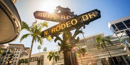 Rodeo Drive är en känd gata i Beverly Hills, Los Angeles.