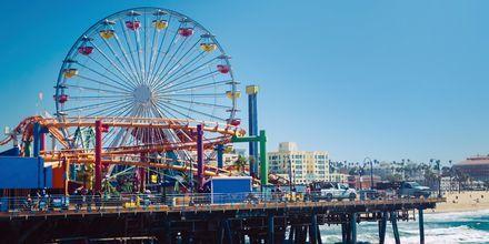 Piren vid Santa Monica med karuseller.