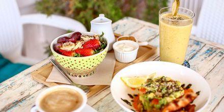 Njut av god mat på semestern.