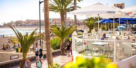 Strandpromenaden i Los Cristianos kantas av restauranger.