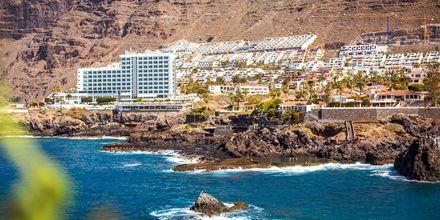 Utsikt över Los Gigantes & Playa de la Arena på Teneriffa.