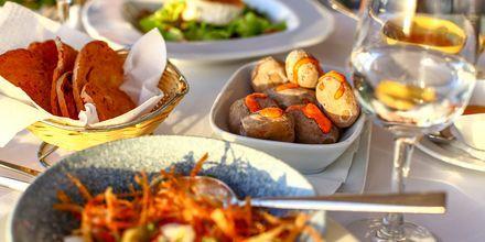 Njut av god mat under semestern.