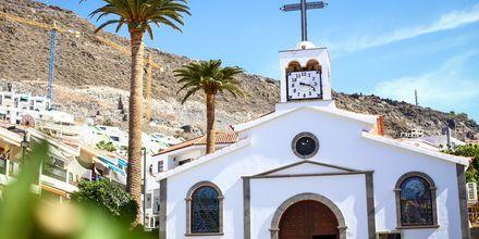 Charmig liten kyrka i Los Gigantes & Playa de la Arena på Teneriffa.