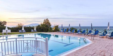 Poolen på hotell Loukas on the Waves i Tragaki, Zakynthos.