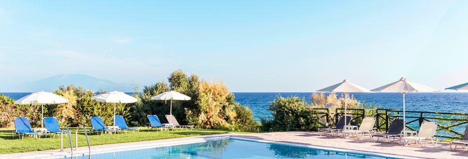 Pool på Loukas on the Waves i Tragaki, Zakynthos, Grekland.