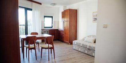 Tvårumslägenhet på hotell Lucija i Makarska , Kroatien.