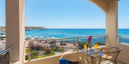 Familjerum med havsutsikt på hotell Lutania Beach i Kolymbia på Rhodos, Grekland.