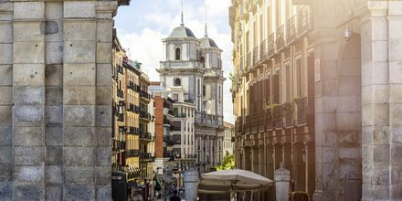 Arkitekturen är blandad i Madrid, men en stor del av stadens gamla delar är bevarade.