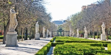 Passagen Paseo de las Estatuas är fylld med statyer av tidigare kungar och ligger i Retiro Park.