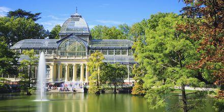 Palacio de Cristal i Retiro Park är en känd byggnad som byggdes 1887.