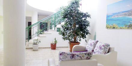 Lobbyn på hotell Maestral i Saranda, Albanien.