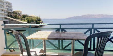 Havsutsikt från balkong på hotell Maestral i Saranda, Albanien.
