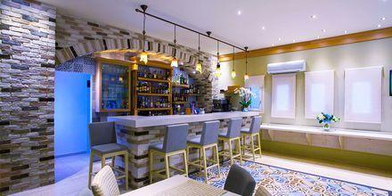 Bar/lobby på hotell Maistrali på Parga, Grekland.