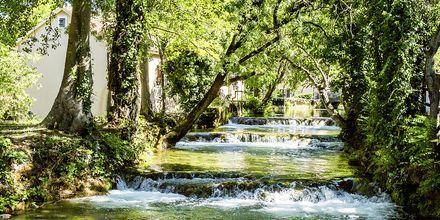 Följ med på utflykt till nationalparken Krka. Under dagen besöks även den vackra staden Trogir.