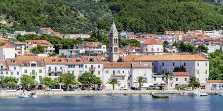 Makarska, en av många pittoreska orter längs den kroatiska kusten.