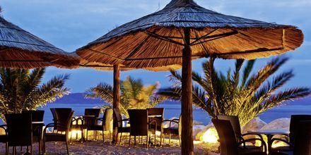 Njut av en kväll på stranden på Makarska rivieran.