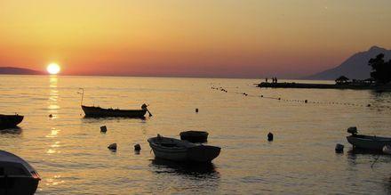Njut av solnedgången på Makarska rivieran.