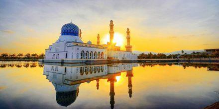 Moskén i Kota Kinabalu är en populär sevärdhet i Malaysia.