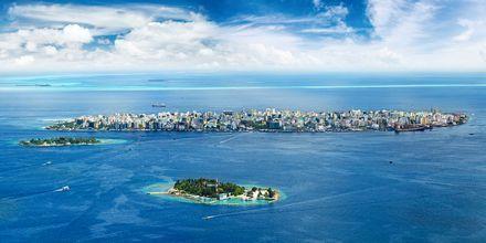 När du anländer till Maldiverna är det först huvudön Malé du landar på, som du sedan flyger eller tar en båt från.