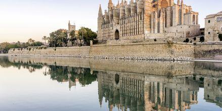 Mäktiga La Seu i huvudstaden Palma är från 1300-talet och en av Mallorcas största turistmål.