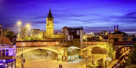 Mysiga Manchester i England passar perfekt  både för shopping och fotboll.