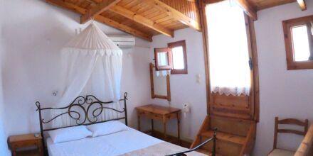 Enrumslägenhet i etage på hotell Mando på Samos, Grekland.
